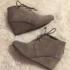 Toms Suede Desert Lace Wedge NWOT